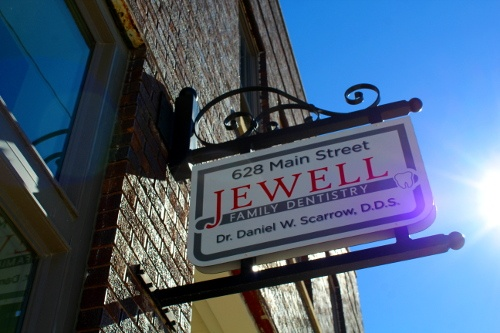 Jewell Family Dentistry building
